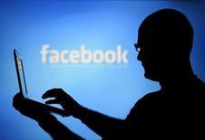 Publicis Groupe a remporté un contrat de marketing numérique avec Facebook d'un montant d'environ 500 millions de dollars (365 millions d'euros), rapporte le site spécialisé Ad Age. /Photo d'archives/REUTERS/Dado Ruvic