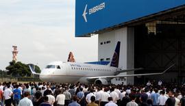 Un avión del fabricante brasileño Embraer durante el lanzamiento de un nuevo modelo en Sao Paulo.  REUTERS/Paulo Whitaker