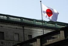 Les actifs externes nets du Japon atteignaient fin 2013 le montant sans précédent de 325.000 milliards de yens (2.334 milliards d'euros), un yen faible ayant dopé la valeur des avoirs détenus à l'étranger, ce qui fait du Japon le premier créancier mondial pour la 23e année d'affilée. /Photo d'archives/REUTERS/Yuya Shino