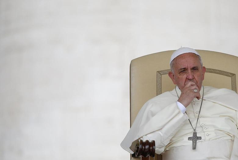 Pope Francis looks on during his Wednesday general audience in Saint Peter's square at the Vatican May 28, 2014.  REUTERS/Tony Gentile