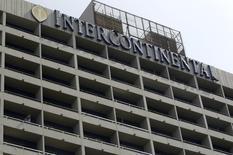 Un gros actionnaire d'Intercontinental Hotels Group a exhorté jeudi le premier groupe hotelier mondial à étudier une offre d'achat de six milliards de livres (7,4 milliards d'euros) qui émanerait d'une tierce partie américaine. /Photo d'archives/REUTERS/Bruno Domingos