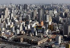 La croissance de l'économie brésilienne a ralenti au premier trimestre, revenant à 0,2% par rapport aux trois mois précédents, selon l'institut national de la statistique IBGE. /Photo prise le 8 mai 2014/REUTERS/Paulo Whitaker