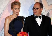 Prince Albert II of Monaco and his wife Princess Charlene of Monaco pose as they arrive at the Bal de la Rose in Monte Carlo March 29, 2014.    REUTERS/Eric Gaillard
