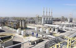 Нефтяное месторождение Западная Курна-2 в Басре, 29 марта 2014 года. Цены на нефть растут за счет производственного показателя Китая, позволяющего надеяться на повышение спроса. REUTERS/Essam Al-Sudani