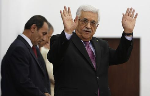 Abbas swears in Palestinian unity government shunned by Israel