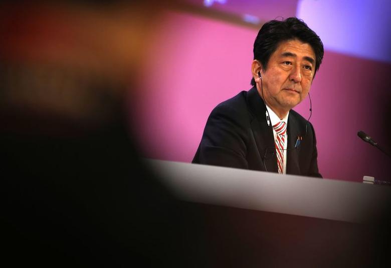 Japan's Prime Minister Shinzo Abe waits to deliver the opening keynote address at the 13th International Institute for Strategic Studies (IISS) Asia Security Summit: The Shangri-La Dialogue, in Singapore May 30, 2014. REUTERS/Edgar Su