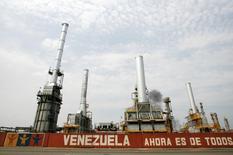 Imagen de archivo de la refinería El Palito en Puerto Cabello, Venezuela, sep 23 2009. La estatal Petróleos de Venezuela (PDVSA) dijo el lunes que inició el proceso de arranque del craqueador catalítico de su refinería de El Palito, tras realizar mantenimiento en la unidad. REUTERS/Edwin Montilva