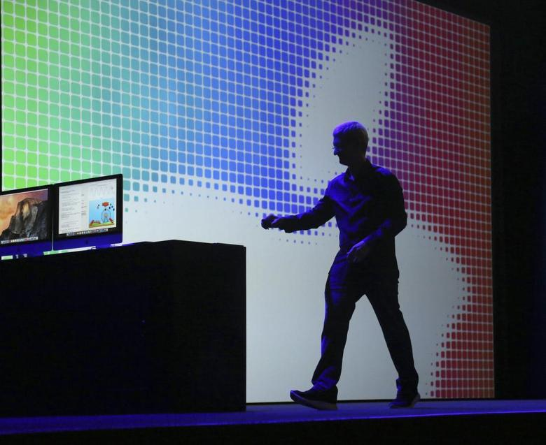 Apple CEO Tim Cook departs the stage following his keynote address at the Worldwide Developers Conference in San Francisco, California June 2, 2014. REUTERS/Robert Galbraith