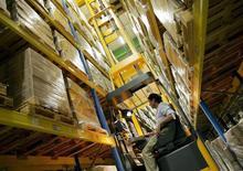 Les commandes à l'industrie ont rebondi beaucoup plus que prévu en avril en Allemagne (+3,1% contre + 1,3% attendu), à la faveur notamment d'une vive hausse des contrats portant sur des biens de consommation, selon l'Office fédéral de la statistique. /Photo d'archives/REUTERS/Regis Duvignau