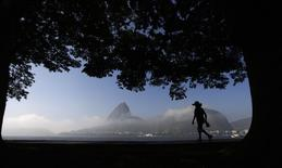 A woman is silhouetted against the backdrop of the sugar loaf mountain in Rio de Janeiro June 5, 2014. REUTERS/Ricardo Moraes