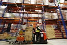 Le déficit commercial de la Grande-Bretagne s'est creusé plus que prévu en avril à 8,924 milliards de livres (11 milliards d'euros), en raison d'un ralentissement de la croissance des exportations de produits chimiques et manufacturiers, annonce vendredi l'Office national de la statistique. /Photo d'archives/REUTERS/Luke MacGregor