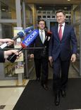 En la imagen el ministro ruso de Energía, Alexader Novak (D), arriba al lugar donde se celebra el encuentro tripartita UE-Rusia-Ucrania en Bruselas, 9 de junio de 2014. . Rusia y Ucrania reanudarán el martes los esfuerzos para resolver una disputa por precios de gas, luego de que un plazo impuesto por Moscú a Kiev para que pague algunas de sus deudas venció sin que el suministro del combustible sea suspendido. REUTERS/Laurent Dubrule