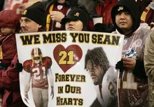 Washington Redskins fans show support for murdered player Sean Taylor during New York Giants and Washington Redskins NFL football game in Landover, Maryland, November 30, 2008. REUTERS/Andrew Cameron