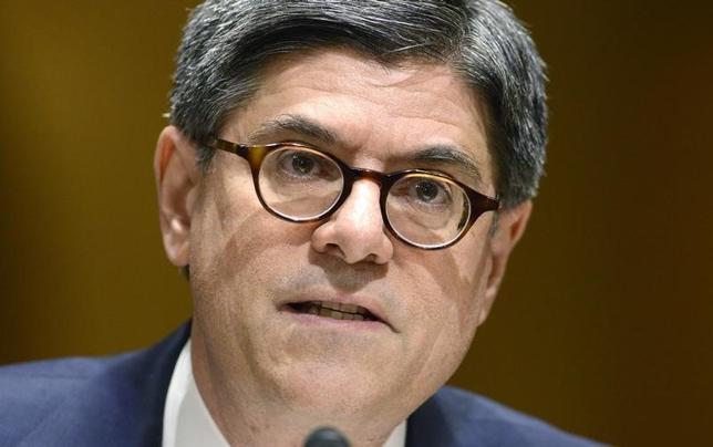 6月11日、ルー米財務長官は、米経済は勢いを増しつつあるものの、賃金と雇用面で進展に欠け、失望を誘っているとの認識を示した。写真はワシントンで3月撮影(2014年 ロイター/Mike Theiler)