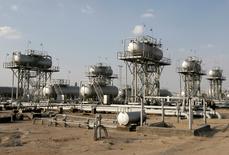 L'Organisation des pays exportateurs de pétrole (Opep) va devoir produire un million de barils par jour (bpj) supplémentaires en moyenne au second semestre pour répondre à une hausse marquée de la demande saisonnière. Dans son rapport mensuel, l'AIE a revu en hausse de 150.000 bpj sa prévision de la demande en pétrole brut de l'Opep au second semestre 2014, à 30,9 millions bpj. /Photo d'archives/REUTERS/Mohammed Ameen