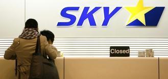 Skymark Airlines, première compagnie japonaise à bas coûts, annonce que la mise en exploitation de ses Airbus A380 serait retardée d'un maximum de six mois en raison de problèmes d'aménagements intérieurs. /Photo d'archives/REUTERS