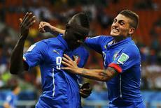 Italy's Mario Balotelli (L) celebrates his goal against England with teammate Marco Verratti during their 2014 World Cup Group D soccer match at the Amazonia arena in Manaus June 14, 2014. REUTERS/Ivan Alvarado
