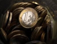Jens Weidmann, le président de la Bundesbank, juge qu'une dévaluation de l'euro destinée à aider les exportations n'apporterait pas les bienfaits attendus. /Photo d'archives/REUTERS/Kacper Pempel