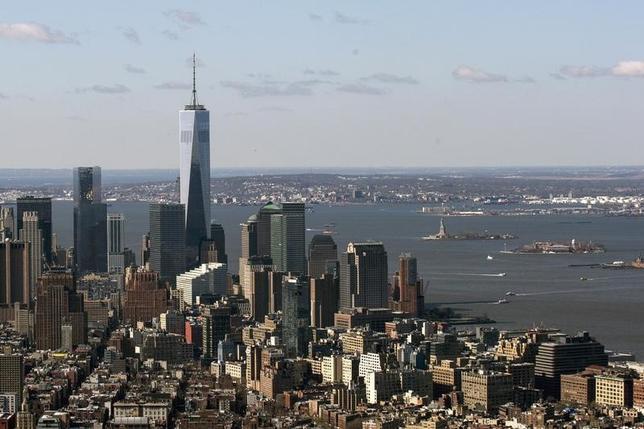 6月16日、IMFは、2014年の米経済成長率の見通しを下方修正した。写真はニューヨークの街並み。4月撮影(2014年 ロイター/Brendan McDermid)