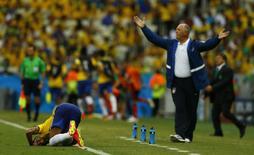 Técnico Felipão reage durante jogo do Brasil com México.  REUTERS/Marcelo Del Pozo