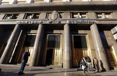 """El ministerio de Economía de Argentina en Buenos Aires, jun 18 2014. El Ministerio de Economía de Argentina dijo el miércoles que el pago de sus bonos que vencen el 30 de junio en Nueva York se ha vuelto """"imposible"""", debido a la decisión de una corte federal de Estados Unidos de levantar una medida cautelar.  REUTERS/Enrique Marcarian"""