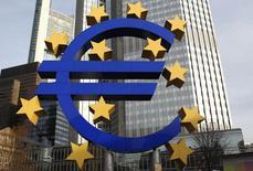 L'Union européenne examinera à la fin de cette année comme prévu les nouvelles règles de gouvernance économiques et budgétaires dont elle s'est dotée à la suite de la crise des dettes souveraines pour voir si elles doivent être simplifiées et adaptées afin d'encourager la croissance et l'emploi. /Photo d'archives/REUTERS/Alex Domanski