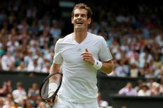 Andy Murray of Britain reacts during his men's singles tennis match against David Goffin of Belgium at the Wimbledon Tennis Championships, in London June 23, 2014.                    REUTERS/Stefan Wermuth