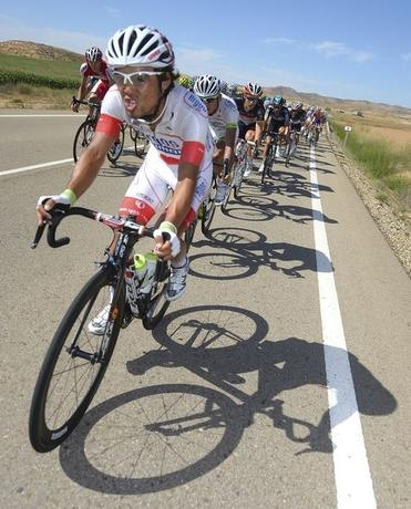 Argos-Shimano's Cheng Ji of China cycles during the seventh stage of the Tour of Spain ''La Vuelta'' cycling race between Huesca and Alcaniz August 24, 2012.    REUTERS/Felix Ordonez