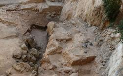 The El Salt archeological site, a known site of Neanderthal occupation in southern Spain that dates back 50,000 years, is pictured in this undated handout photo obtained by Reuters June 25, 2014.  REUTERS/Ainara Sistiaga/Handout via Reuters