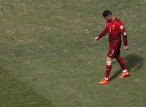 Cristiano Ronaldo deixa o campo após a partida contra Gana em Brasília. 26/06/2014. REUTERS/David Gray