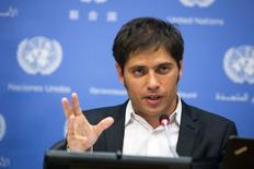 Le ministre argentin de l'Economie Axel Kicillof. L'Argentine a déposé les fonds pour le prochain versement nécessaire pour éviter un défaut de paiement sur sa dette souveraine restructurée, mais un tribunal fédéral américain a décidé jeudi de bloquer ce versement. /Photo prise le 25 juin 2014/REUTERS/Lucas Jackson