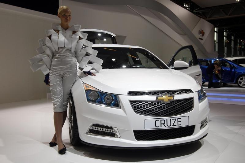 Air bag accident, lawsuit led to GM Cruze recall - Reuters