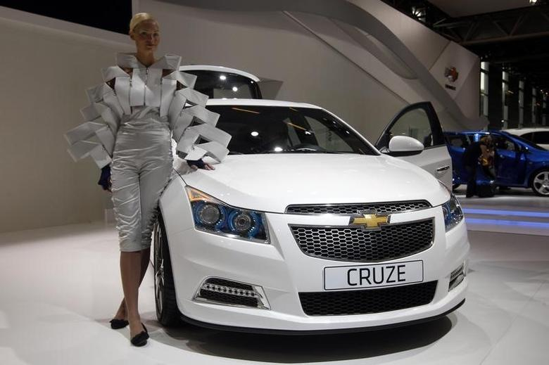 A model poses next to a Chevrolet Cruze car on media day at the Paris Mondial de l'Automobile October 1, 2010. REUTERS/Jacky Naegelen/Files