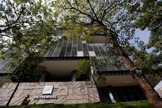 A ministra do Planejamento, Miriam Belchior, afirmou nesta sexta-feira que o Conselho de Administração da Petrobras, do qual faz parte, aprovou em fevereiro a busca pela empresa de novas fontes para exploração de petróleo e gás. 10/04/2014 REUTERS/Sergio Moraes