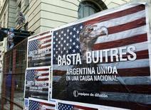 """O juiz distrital dos Estados Unidos Thomas Griesa classificou a decisão da Argentina de enviar o pagamento da parcela da dívida em desafio à decisão da Justiça como uma """"ação explosiva"""" e disse ao BNY Mellon para devolver o dinheiro ao governo. 18/06/2014 REUTERS/Enrique Marcarian"""