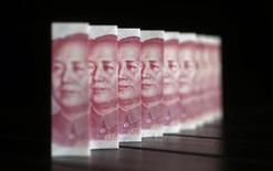 Les grandes banques chinoises ont représenté près du tiers d'un bénéfice sans précédent de 920 milliards de dollars (674 milliards d'euros) dégagé par les 1.000 premières banques de la planète l'an passé, suivant le classement annuel du magazine The Banker. /Photo d'archives/REUTERS/Jason Lee