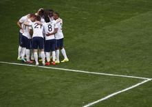 Seleção da França celebra gol durante partida contra Nigéria, no Estádio Nacional, em Brasília. 30/6/2014 REUTERS/David Gray