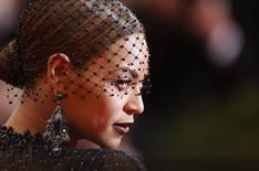 En la imagen Beyoncé en una gala en Manhattan, Nueva York, el 5 de mayo de 2014.  La cantante de pop estadounidense Beyoncé, el jugador de baloncesto LeBron James y el productor y rapero Dr. Dre encabezan la lista de los famosos más poderosos del mundo elaborada por Forbes y presentada el lunes. REUTERS/Carlo Allegri/Files