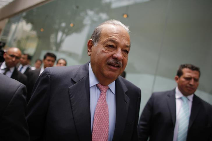 Mexican billionaire Carlos Slim arrives to the opening of the Inbursa Aquarium in the wealthy neighbourhood of Polanco in Mexico City May 30, 2014.    REUTERS/Tomas Bravo