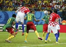 Lance do jogo entre Croácia e Camarões pelo Grupo A da Copa do Mundo, em Manaus, no Amazonas, em 18 de junho. 18/06/2014 REUTERS/Yves Herman
