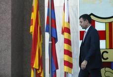Presidente do Barcelona, Josep Bartomeu deixa seu escritório perto do Camp Nou. 25/04/2014. REUTERS/Albert Gea