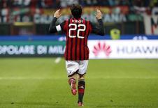 Kaká, do AC Milan, celebra gol contra Chievo Verona, em Milão. 29/3/2014 REUTERS/Alessandro Garofalo