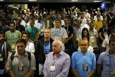 Membros da imprensa fazem um minuto de silêncio em memória a María Soledad Fernández, em Belo Horizonte. 2/7/2014 REUTERS/Ivan Alvarado