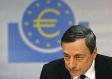 En la imagen, el presidente del BCE, Mario Draghi, durante una conferencia de prensa en Fráncfort, el 3 de abril de 2014. El Banco Central Europeo mantuvo el jueves su tasa de interés referencial sin cambios en un mínimo nivel histórico de un 0,15 por ciento, absteniéndose de actuar mientras espera que las medidas de estímulo que anunció el mes pasado surtan efecto. REUTERS/Ralph Orlowski