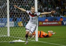 Andre Schuerrle comemora gol da Alemanha contra Argélia em Porto Alegre. 30/6/2014 REUTERS/Edgard Garrido