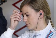 Piloto britânica de Fórmula 1 Susie Wolff antes de sessão de treino para o Grande Prêmio da Grã-Bretanha, no circuito de Silverstone, na Inglaterra. 4/07/2014.   REUTERS/Francois Lenoir