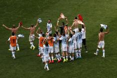 Jogadores da Argentina comemoram classificação para a semifinal da Copa do Mundo. 05/07/2014. REUTERS/David Gray