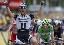 Giant-Shimano team rider Marcel Kittel of Germany celebrates as he crosses the finish line to win the 155 km third stage of the Tour de France cycling race from Cambridge to London July 7, 2014       REUTERS/Jean-Paul Pelissier