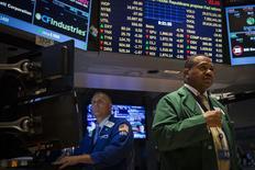Wall Street progresse à l'ouverture mercredi, avant la publication du compte-rendu du dernier Comité de politique monétaire de la Fed. Vers 13h45 GMT, le Dow Jones gagne 0,28%. Le Standard & Poor's 500 progresse de 0,31% et le Nasdaq prend 0,39%. /Photo prise le 8 juillet 2014/REUTERS/Brendan McDermid