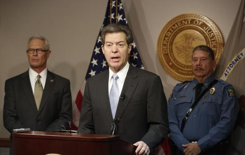 Kansas governor Sam Brownback talks to the media at a press conference in Wichita, Kansas December 13, 2013.  REUTERS/Jeff Tuttle